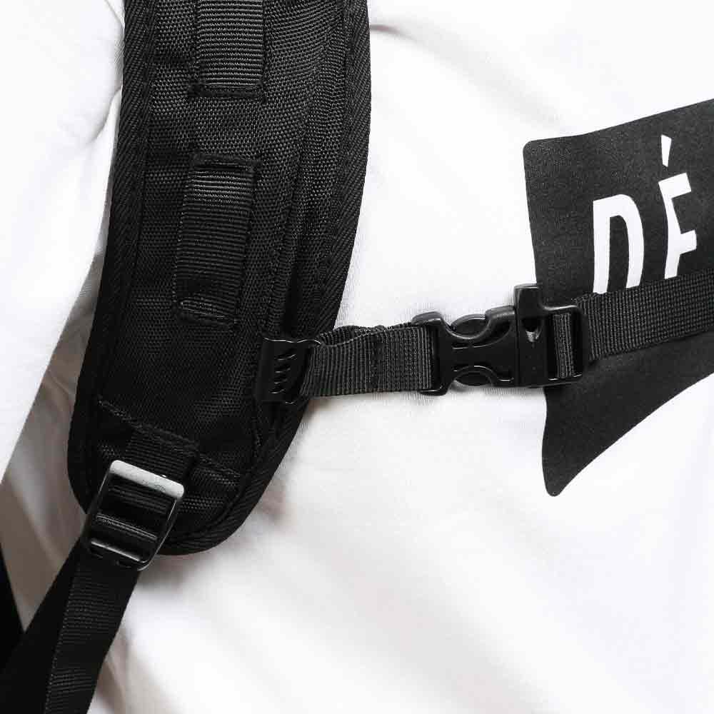 DEFIER-DAY-BAG-前の留め具装着