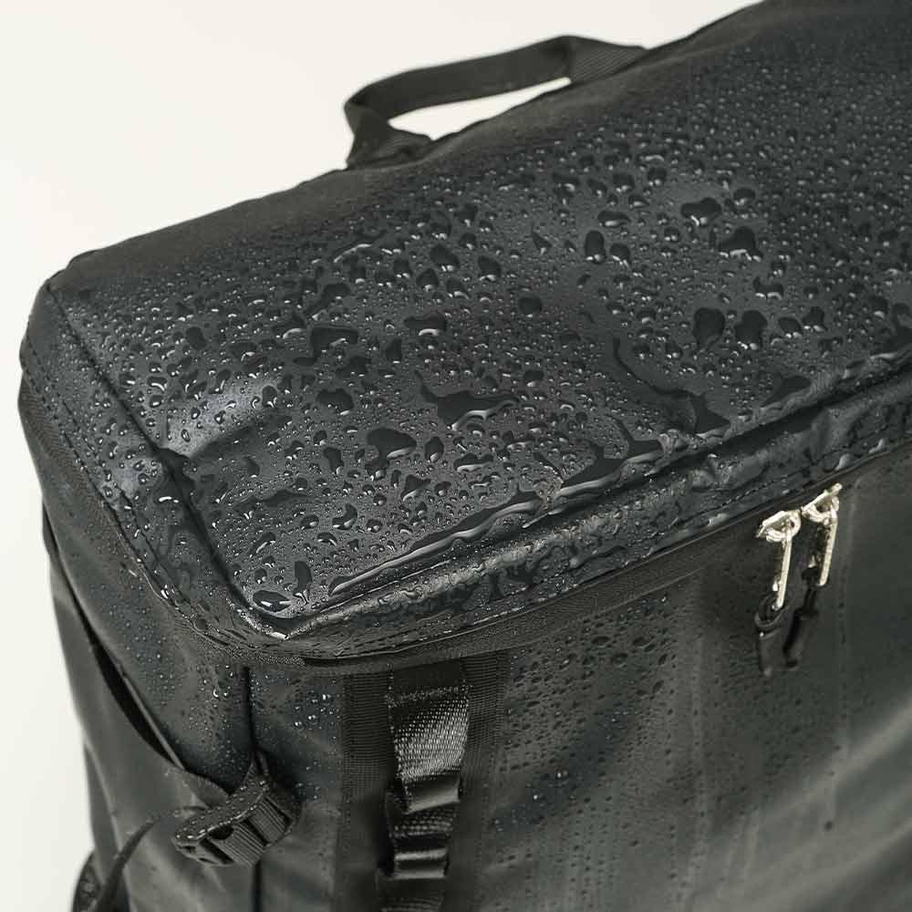 DEFIER-DAY-BAG-BLACK-雨に濡れても安心