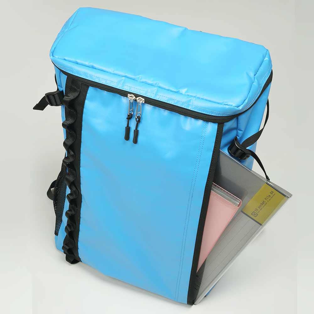 DEFIER-DAY-BAG-BLUE-ホルダー使用例