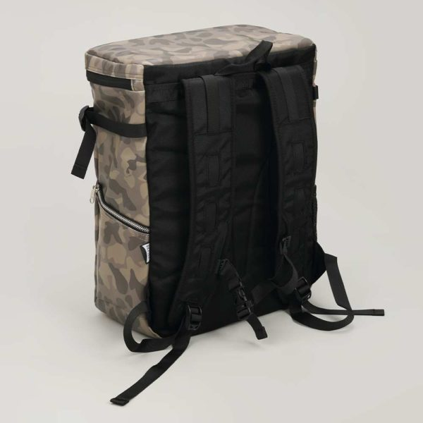 DEFIER DAY BAG -CAMO- 迷彩柄- 背中側